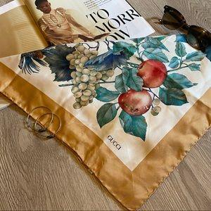 The perfect GUCCI silk scarf